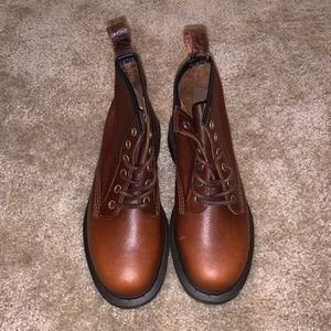 Dr. Martens Airwaire boots in Style Harvest